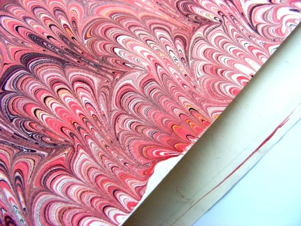 papier marmurkowy malinowy, papier introligatorski, papier marmoryzowany