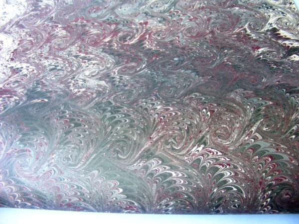 papier marmurkowy grafitowo-bordowe fale, papier introligatorski, papier marmoryzowany, papier marmurkowy malowany ręcznie na powierzchni wody, marbling art