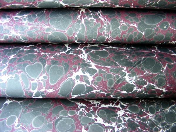 papier marmurkowy battal grafitowo-bordowy, papier introligatorski, papier marmoryzowany, papier marmurkowy malowany ręcznie na powierzchni wody, marbling art