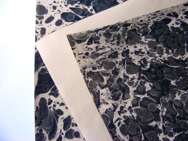 papier marmurkowy battal czarny, papier introligatorski, papier marmoryzowany, papier marmurkowy malowany ręcznie na powierzchni wody, marbling art