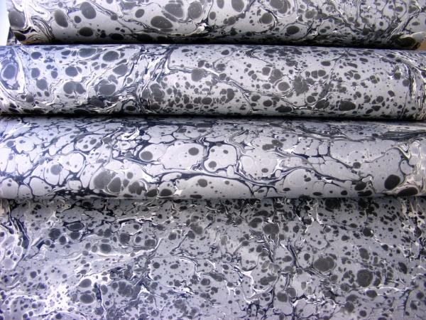 papier marmurkowy czarno-szary fantazyjny, papier introligatorski, papier marmoryzowany, papier marmurkowy malowany ręcznie na powierzchni wody, marbling art