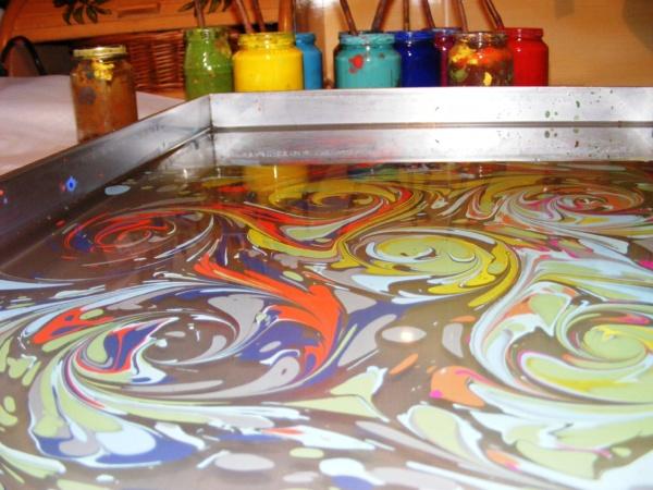 ebru obraz namalowany na wodzie