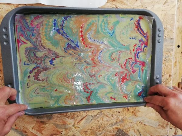 tkanina malowana na wodzie- podczas odbijania wzoru