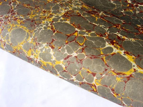 papier marmurkowy szaro-bordowy, papier introligatorski, papier marmoryzowany, papier marmurkowy malowany ręcznie na powierzchni wody, marbling art