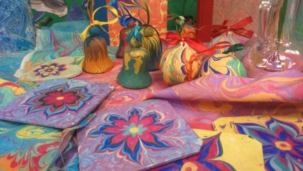 świąteczne warsztaty malowania na wodzie, ebru, hertmanus