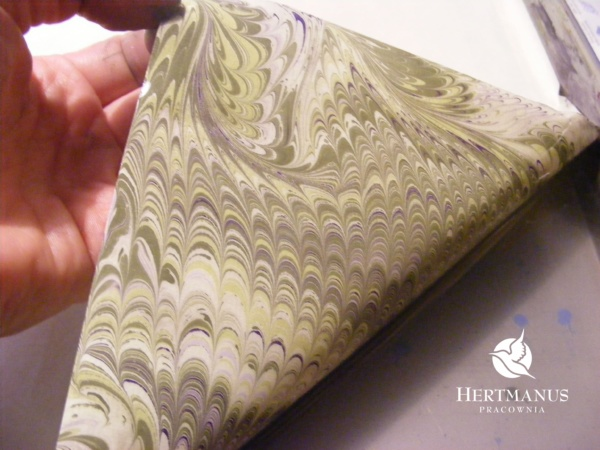papier marmurkowy grzebieniowy Wrzosy, papier marmoryzowany, papier marmurkowy malowany ręcznie na powierzchni wody, papier introligatorski, dla konserwatorów papieru, hertmanus, marbled paper