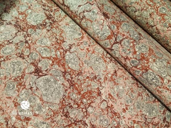 papier marmurkowy szaro-różowy z bordo, papier marmoryzowany, papier marmurkowy malowany ręcznie na powierzchni wody, papier introligatorski, dla konserwatorów papieru, hertmanus, marbled paper